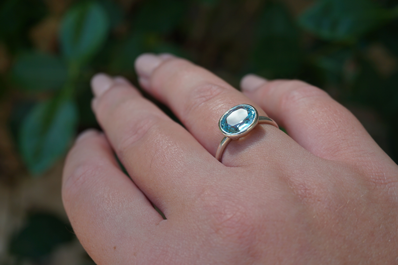 Lisa Eldridge oval ring top facet
